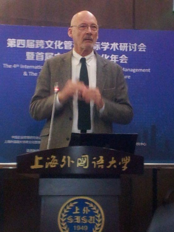 Michael Bond lecturing at SISU